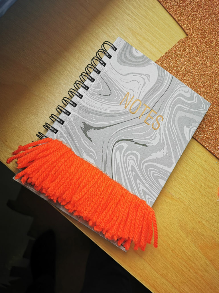 Libreta personalizada con lana.