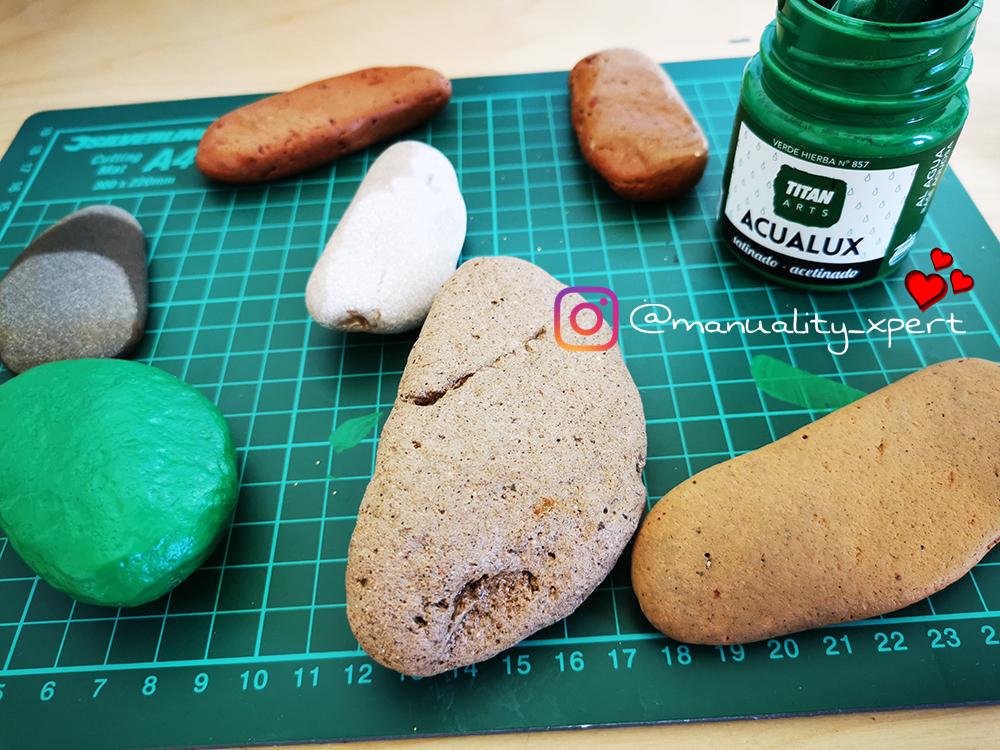 Pintar piedras para simular cactus