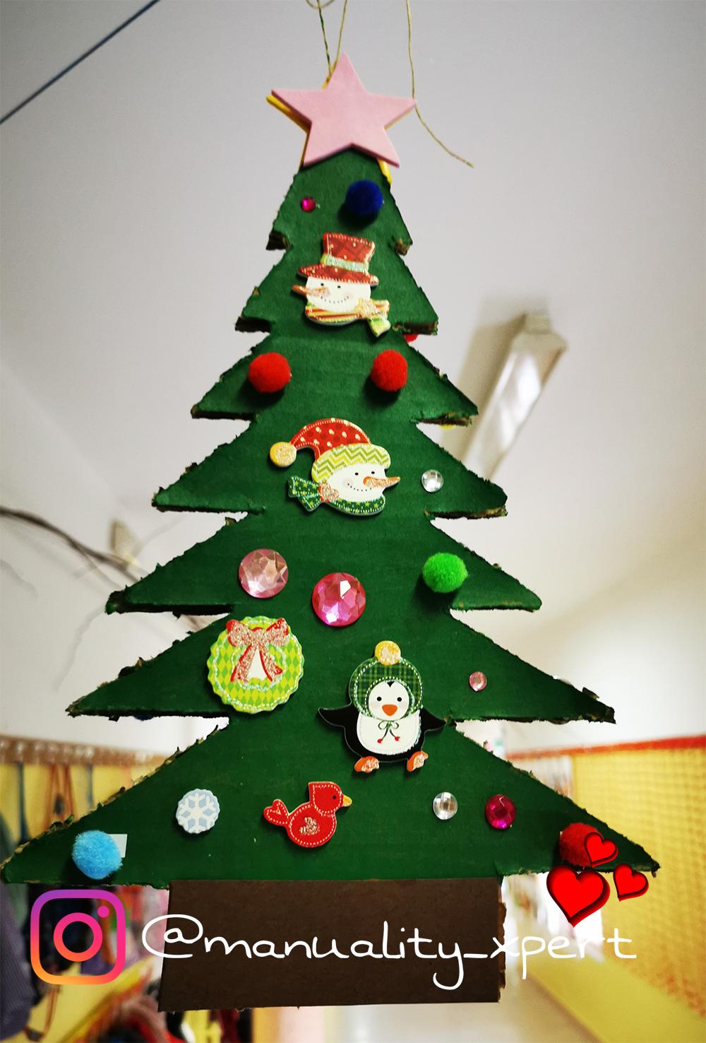 árbol de Navidad con cartón